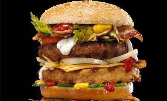 Le hamburger fait partie de saliments riches en graisses cachées
